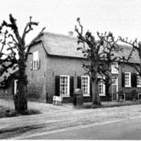 Boerderij Bouwlust onder Heeswijk. (foto Stichting Historisch Boerderij Onderzoek, opname 1969).png